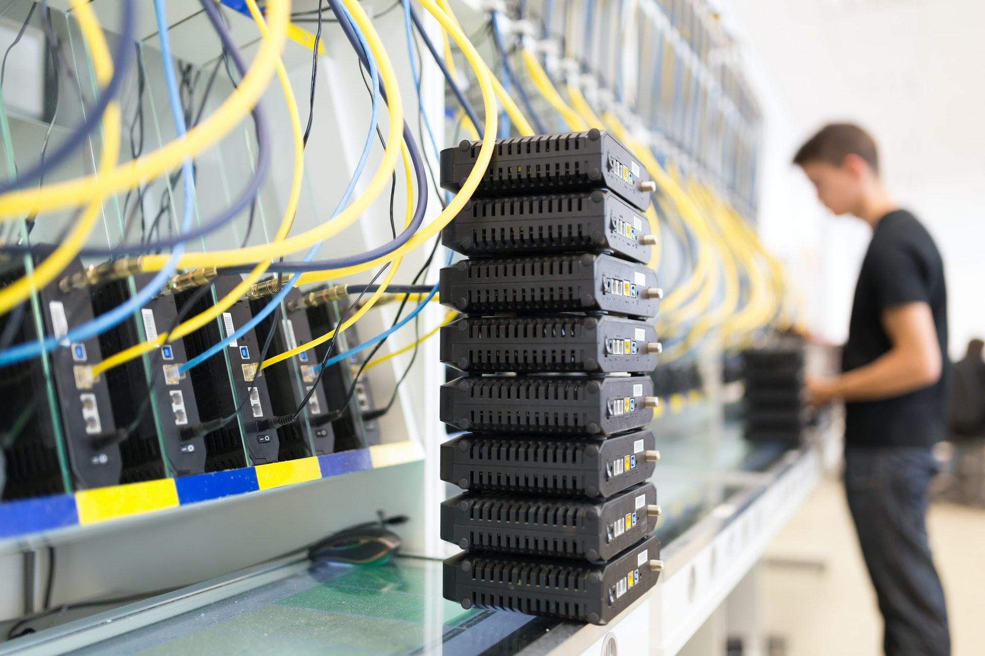 Modern networking hardware test bench